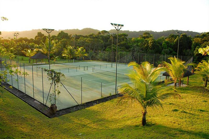 Quadras de tênis é apenas uma das varias opções que o resort oferece para hospedes