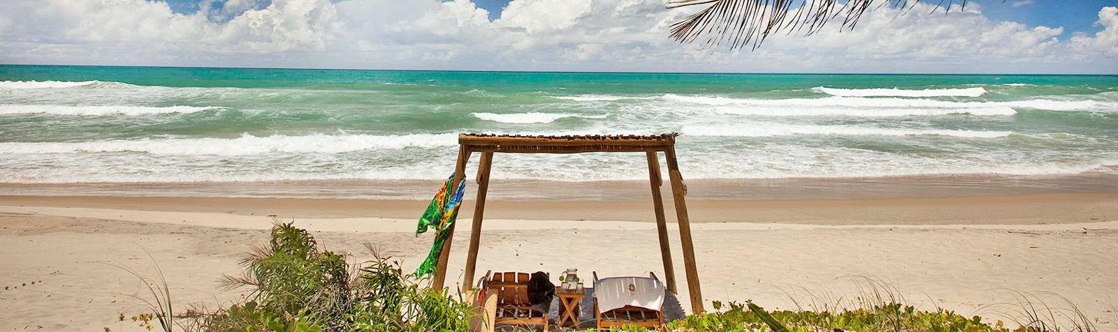 Txai Itacaré possui gazebos postos em frente a praia para você desfrutar da melhor hospedagem de sua vida!